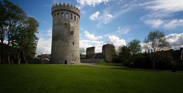 visit nenagh castle while on holiday in ireland